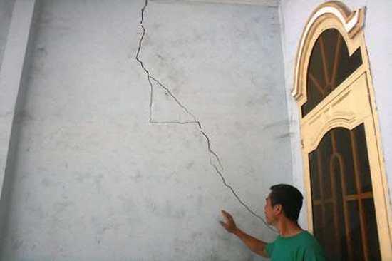 Tường nhà liền kề bị nứt do không thực hiện thi công chống văng nhà tại Quận Đống Đa - Hà Nội